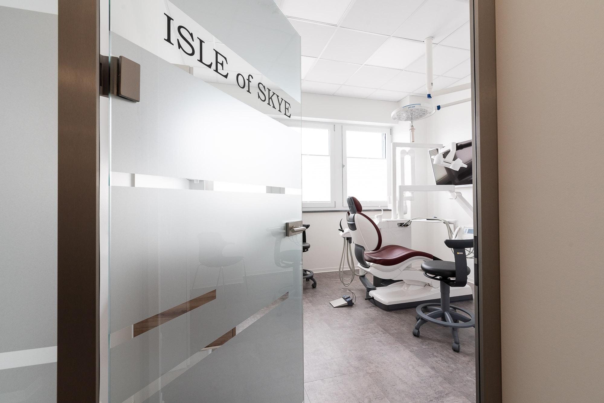 Fotografie-Interieur-Arztpraxis-blick-in-behandlungsraum