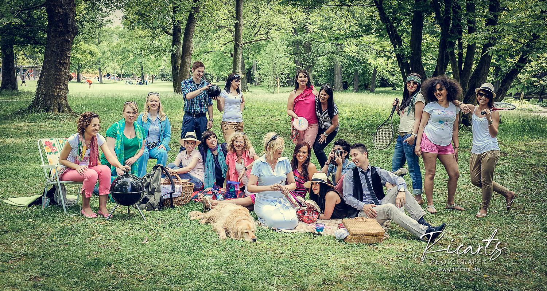 Gruppe junge Menschen outdoor