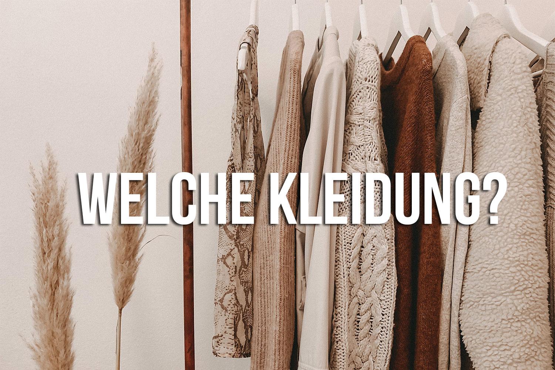 Fotografie-Kleidungsstuecke-auf-Buegel