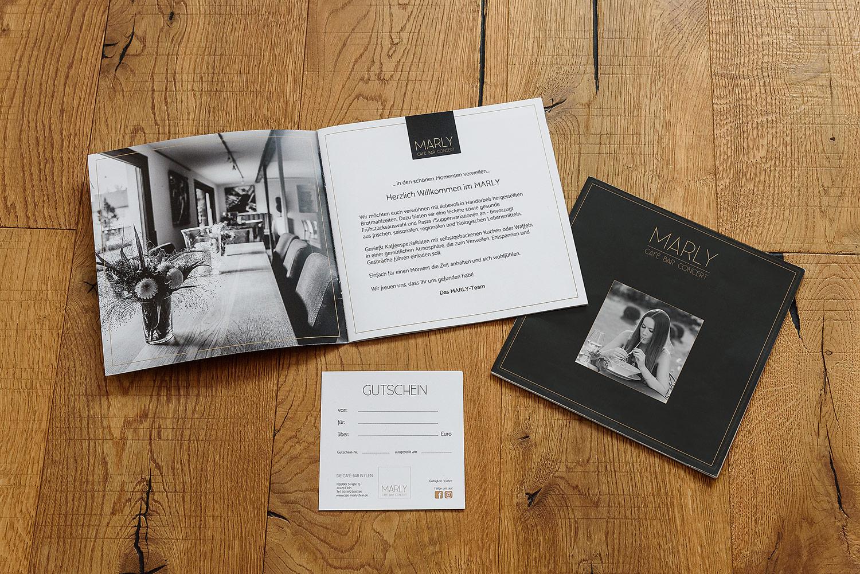 Visuelles-Kommunikationsdesign-cafe-marly-speisekarte-gutschein
