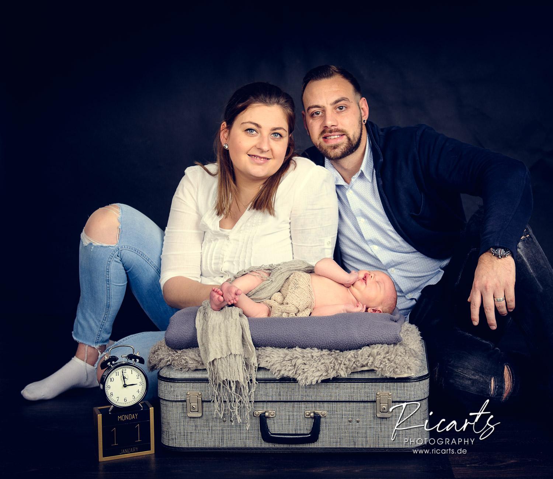 Paar mit Newborn Baby